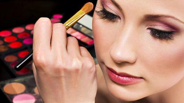Curso de Maquiagem Profissionalizante: O Que Você Vai Aprender e Onde Fazer